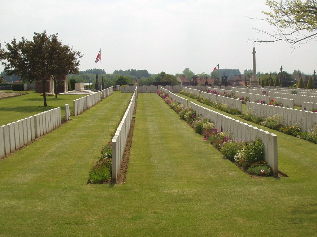 AIRE COMMUNAL CEMETERY - CWGC
