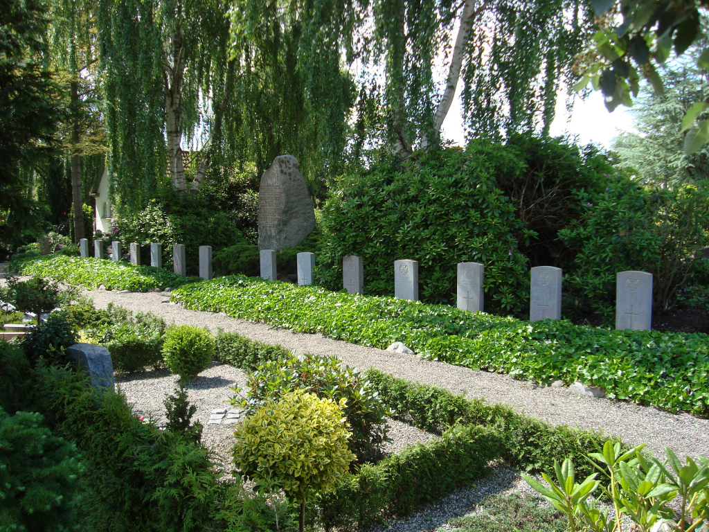 TINGLEV CHURCHYARD - CWGC