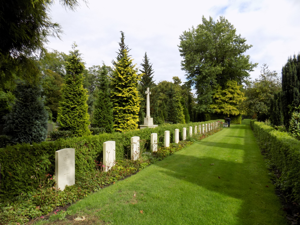ENSCHEDE EASTERN GENERAL CEMETERY - CWGC