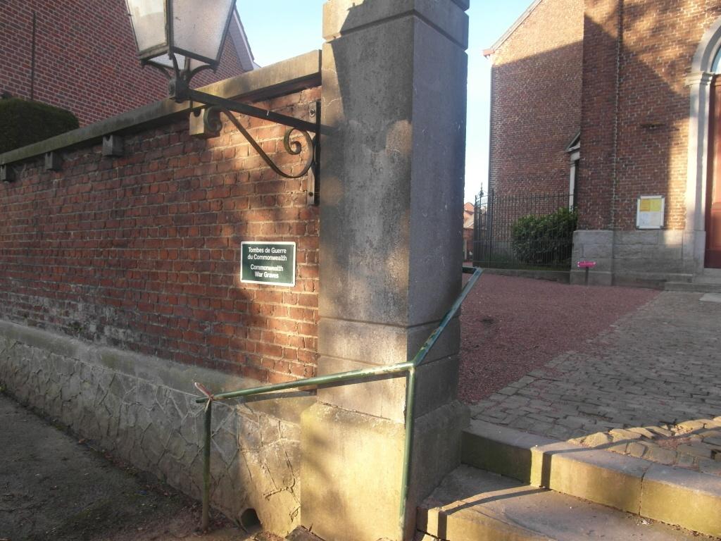 ANVAING CHURCHYARD - CWGC