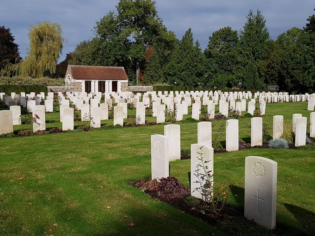 BRUSSELS TOWN CEMETERY - CWGC