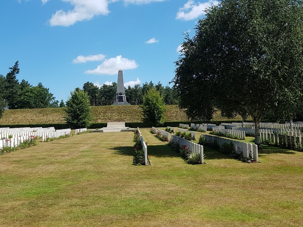 BUTTES NEW BRITISH CEMETERY, POLYGON WOOD - CWGC