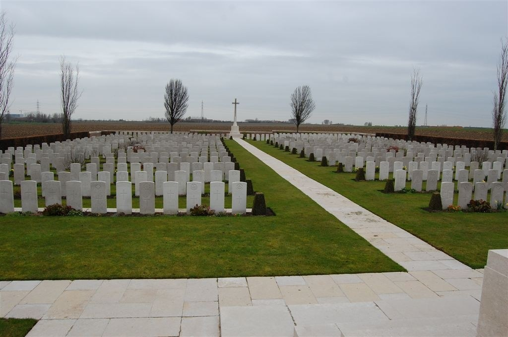 DIVISIONAL COLLECTING POST CEMETERY AND EXTENSION - CWGC