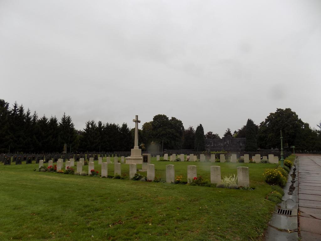 LIEGE (ROBERMONT) CEMETERY - CWGC