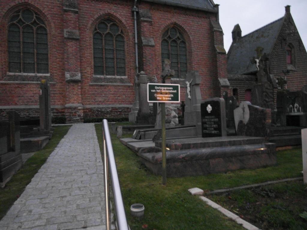 WULVERGEM CHURCHYARD - CWGC