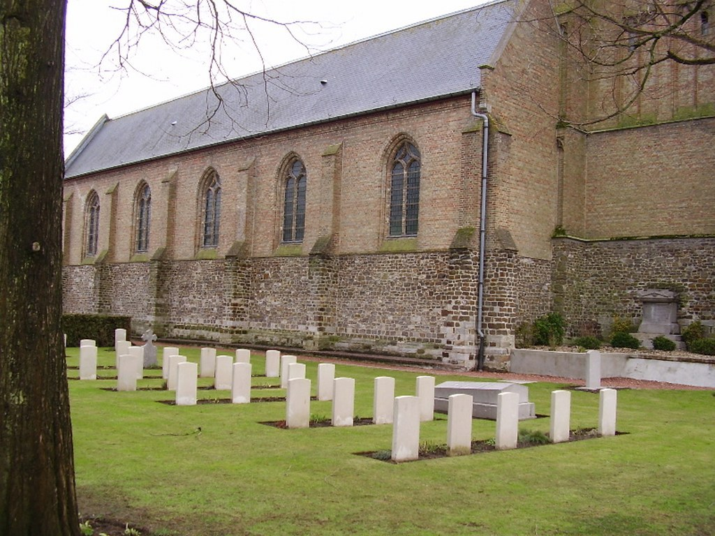 ZILLEBEKE CHURCHYARD - CWGC