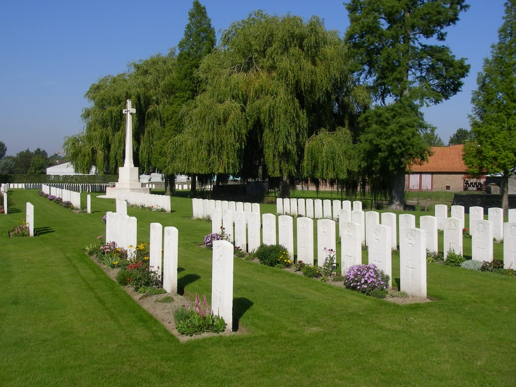 RAILWAY DUGOUTS BURIAL GROUND (TRANSPORT FARM) - CWGC