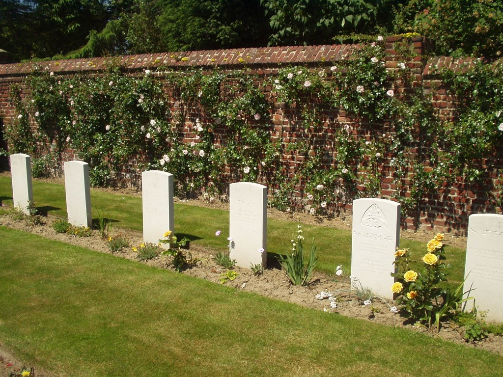 BRUAY COMMUNAL CEMETERY EXTENSION - CWGC