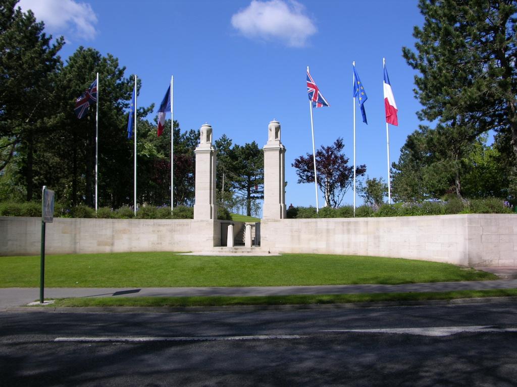 ETAPLES MILITARY CEMETERY - CWGC