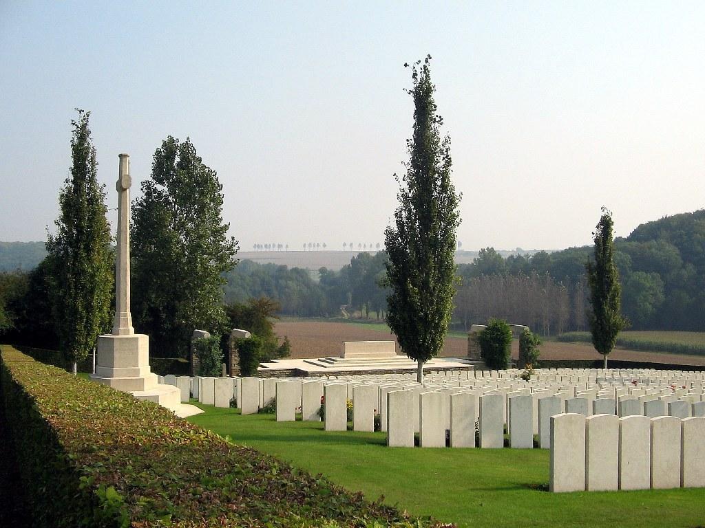 BAGNEUX BRITISH CEMETERY, GEZAINCOURT - CWGC