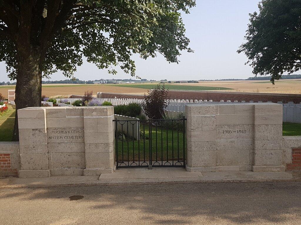 PUCHEVILLERS BRITISH CEMETERY - CWGC