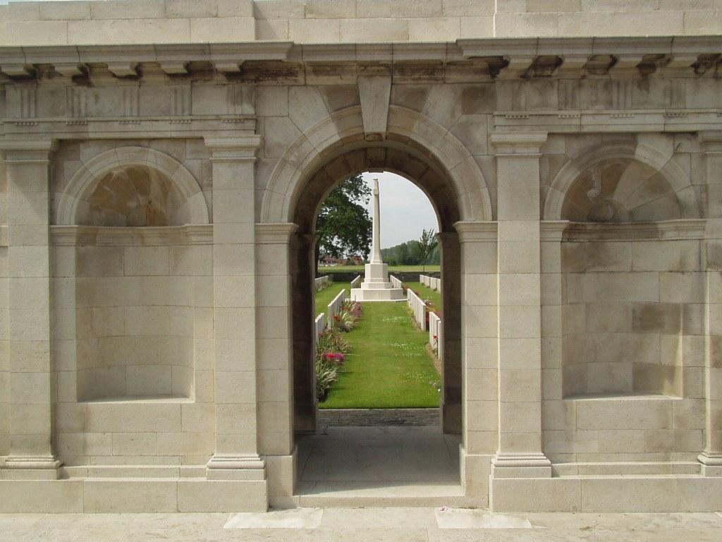 RATION FARM MILITARY CEMETERY, LA CHAPELLE-D'ARMENTIERES - CWGC