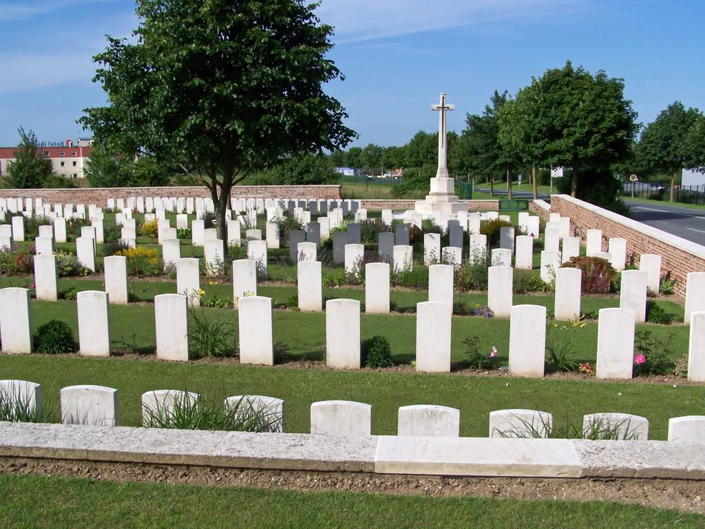 BAPAUME POST MILITARY CEMETERY, ALBERT - CWGC