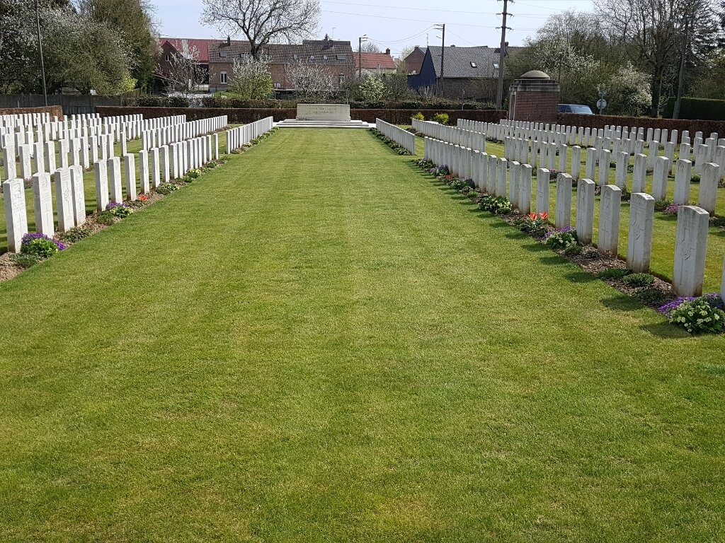 ROCLINCOURT MILITARY CEMETERY - CWGC
