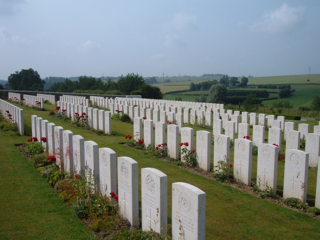 MONTAY-NEUVILLY ROAD CEMETERY, MONTAY - CWGC