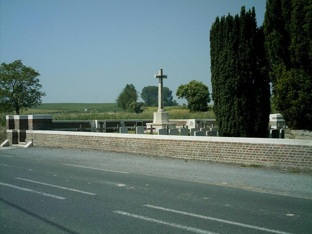 CRUCIFIX CEMETERY, VENDEGIES-SUR-ECAILLON - CWGC