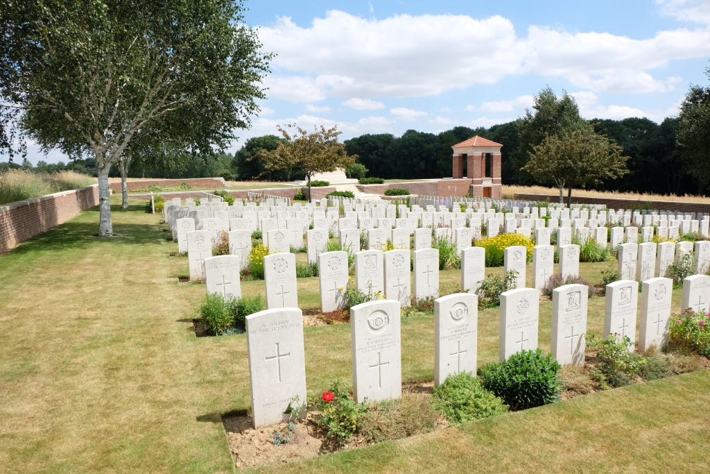 LONSDALE CEMETERY, AUTHUILLE - CWGC