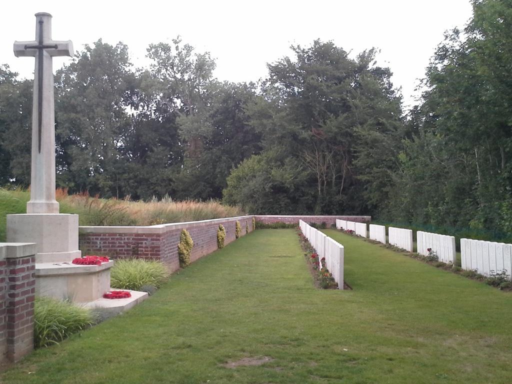 DEVONSHIRE CEMETERY, MAMETZ - CWGC