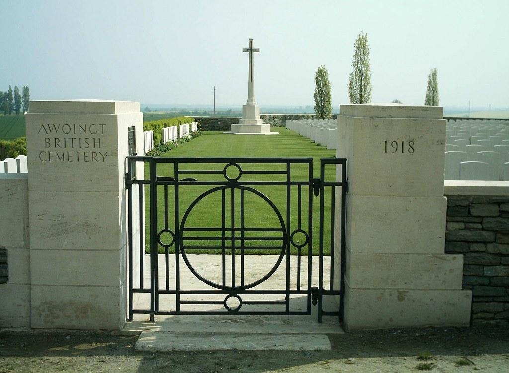 AWOINGT BRITISH CEMETERY - CWGC