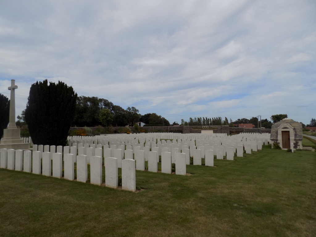 EPEHY WOOD FARM CEMETERY, EPEHY - CWGC