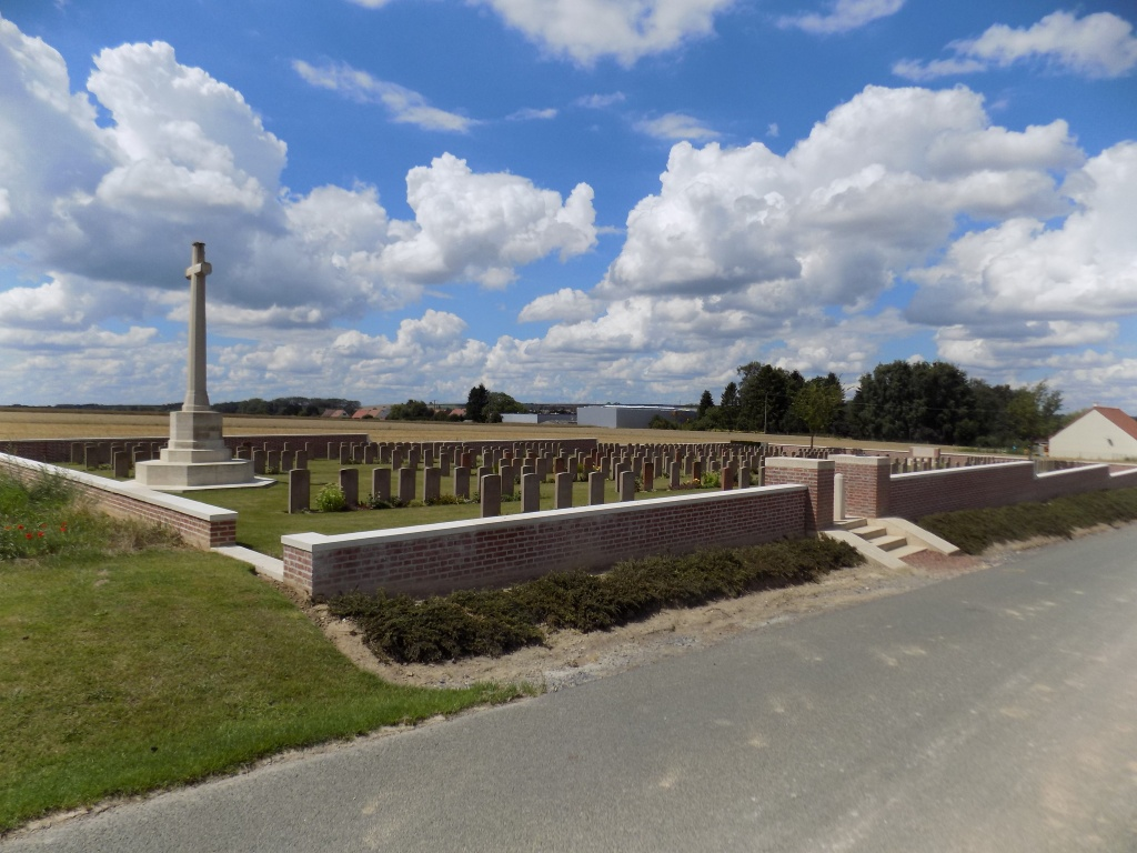 MEAULTE MILITARY CEMETERY - CWGC