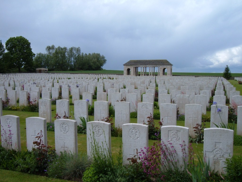 GUARDS' CEMETERY, LESBOEUFS - CWGC