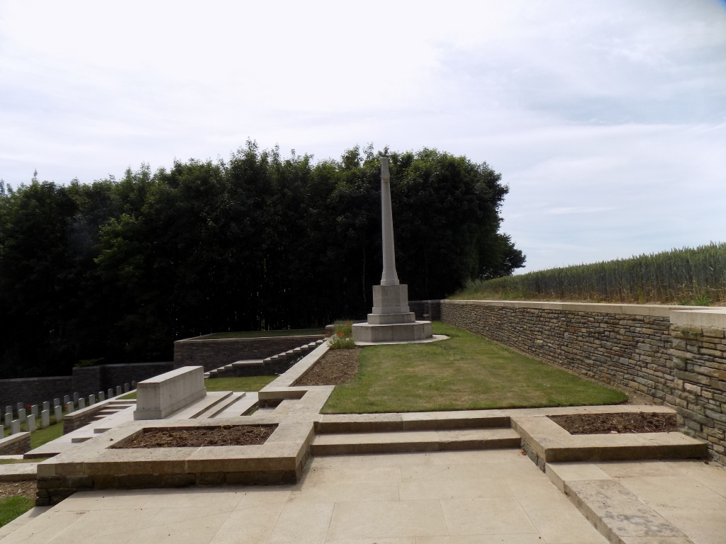 BELLACOURT MILITARY CEMETERY, RIVIERE - CWGC