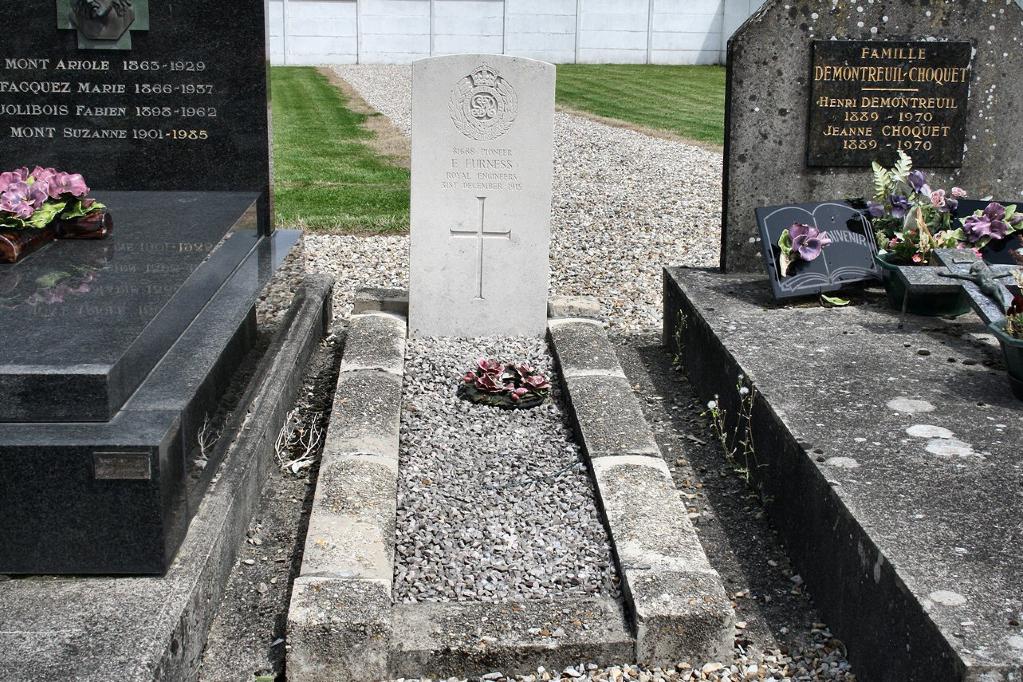 BERTEAUCOURT-LES-DAMES CHURCHYARD - CWGC
