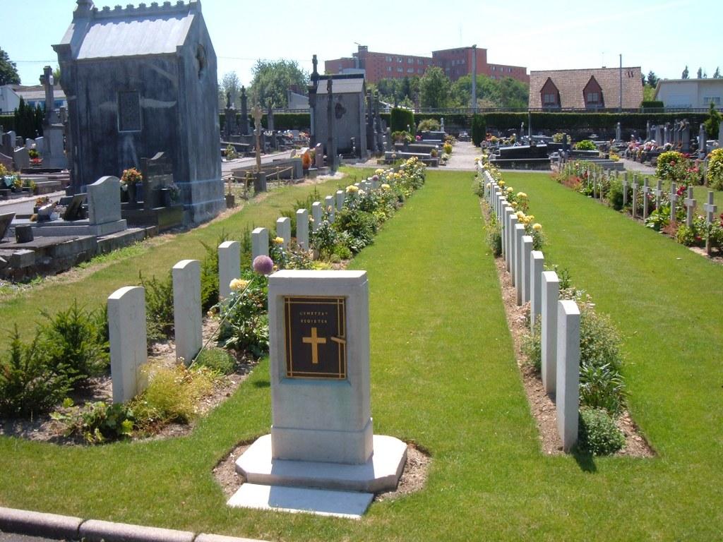 PORTE-DE-PARIS CEMETERY, CAMBRAI - CWGC