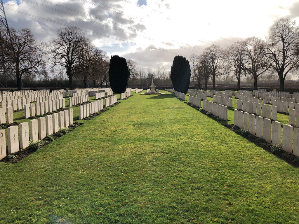BROWN'S COPSE CEMETERY, ROEUX - CWGC