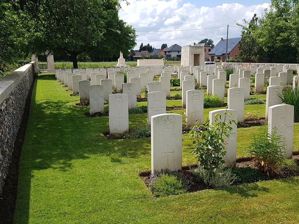 ST. VAAST POST MILITARY CEMETERY, RICHEBOURG-L'AVOUE - CWGC