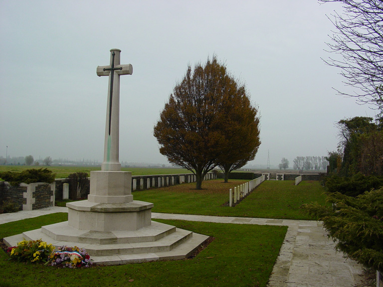 CHAPELLE-D'ARMENTIERES OLD MILITARY CEMETERY - CWGC