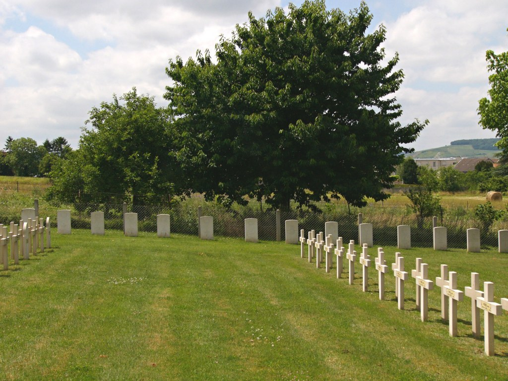 DORMANS FRENCH NATIONAL CEMETERY - CWGC