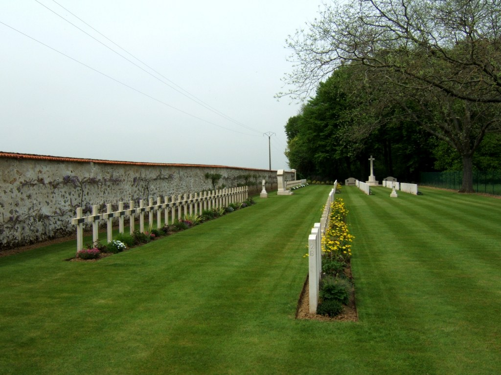 PERREUSE CHATEAU FRANCO BRITISH NATIONAL CEMETERY - CWGC
