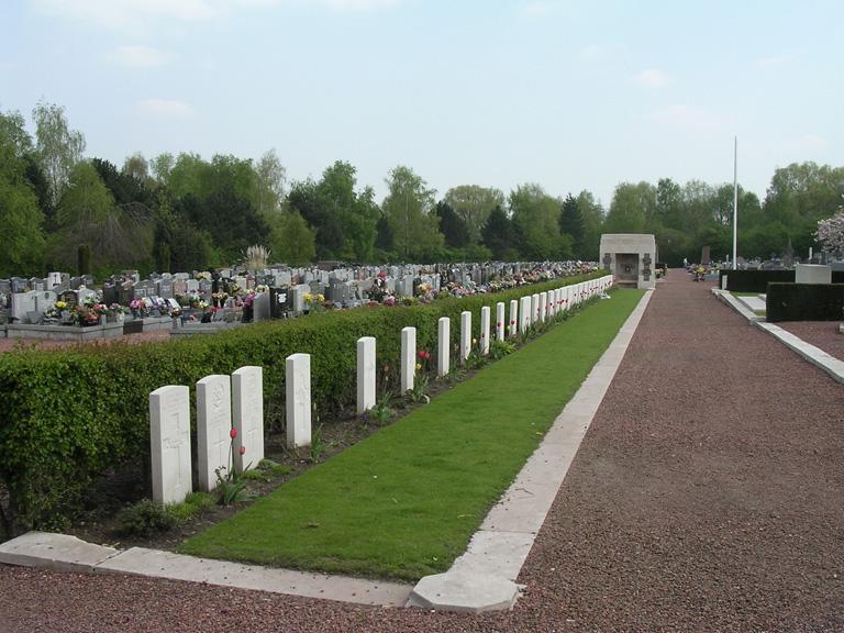 CONDE-SUR-L'ESCAUT COMMUNAL CEMETERY - CWGC