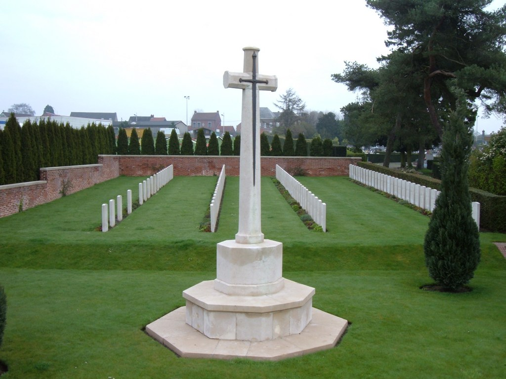 LE QUESNOY COMMUNAL CEMETERY EXTENSION - CWGC