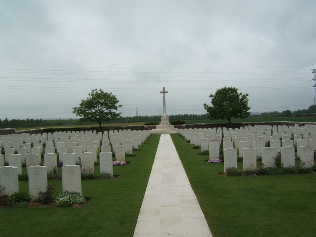 ROYE NEW BRITISH CEMETERY - CWGC