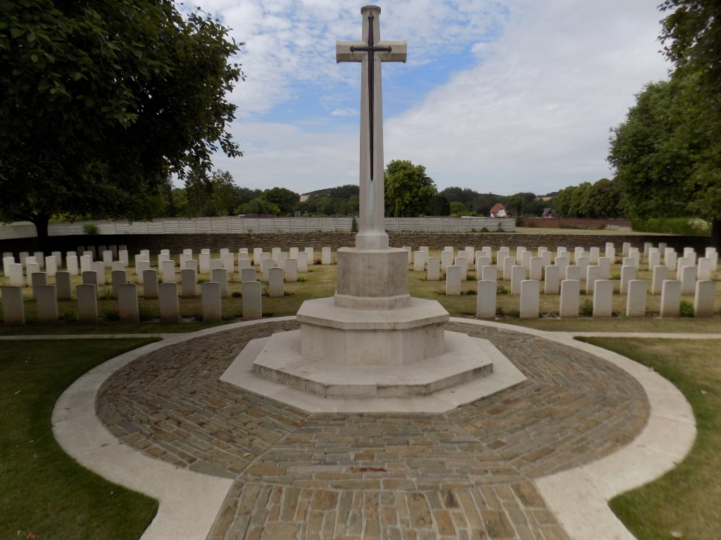 MOREUIL COMMUNAL CEMETERY ALLIED EXTENSION - CWGC