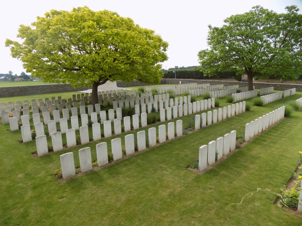DOUCHY-LES-AYETTE BRITISH CEMETERY - CWGC