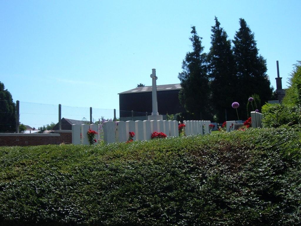 NOYELLES-SUR-L'ESCAUT COMMUNAL CEMETERY EXTENSION - CWGC