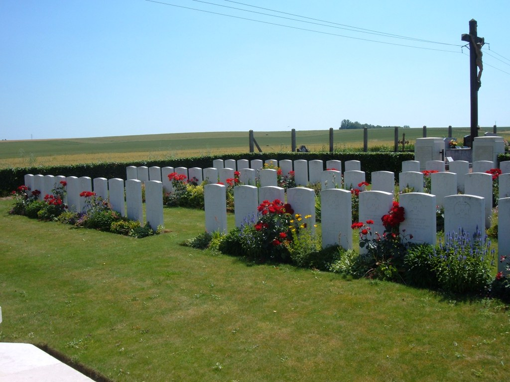 RUMILLY-EN-CAMBRESIS COMMUNAL CEMETERY EXTENSION - CWGC