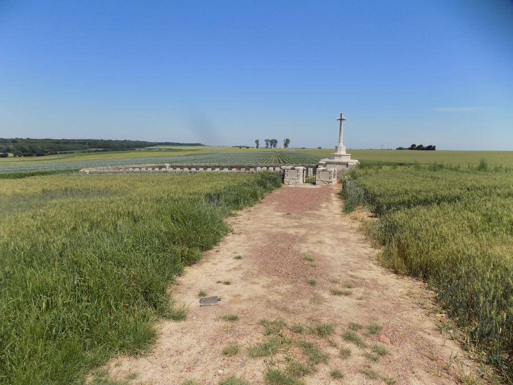 QUESNOY FARM MILITARY CEMETERY - CWGC