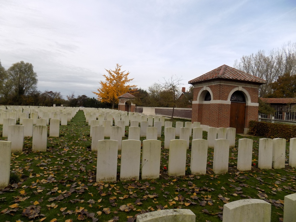 ROYAL IRISH RIFLES GRAVEYARD, LAVENTIE - CWGC