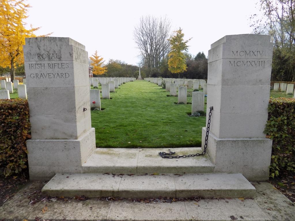 ROYAL IRISH RIFLES GRAVEYARD, LAVENTIE - CWGC