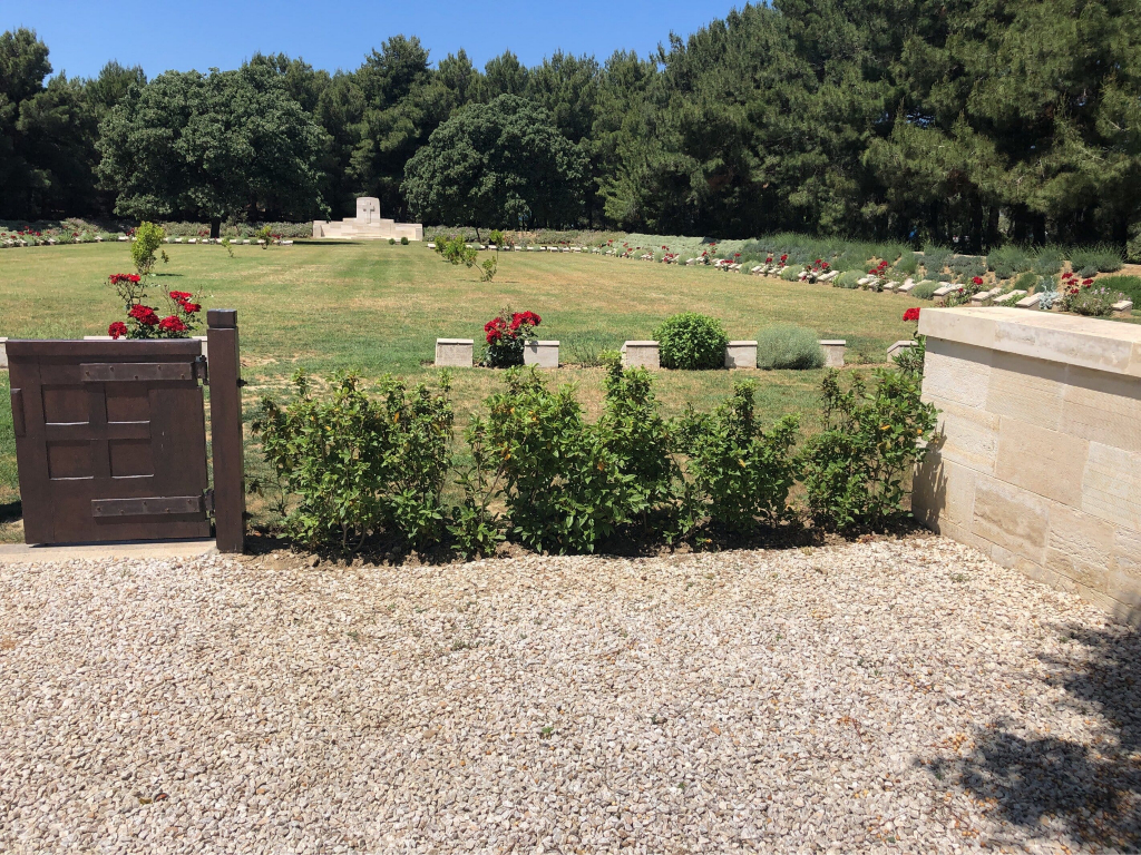 EMBARKATION PIER CEMETERY - CWGC