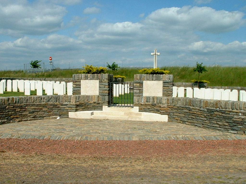 L'HOMME MORT BRITISH CEMETERY, ECOUST-ST. MEIN - CWGC