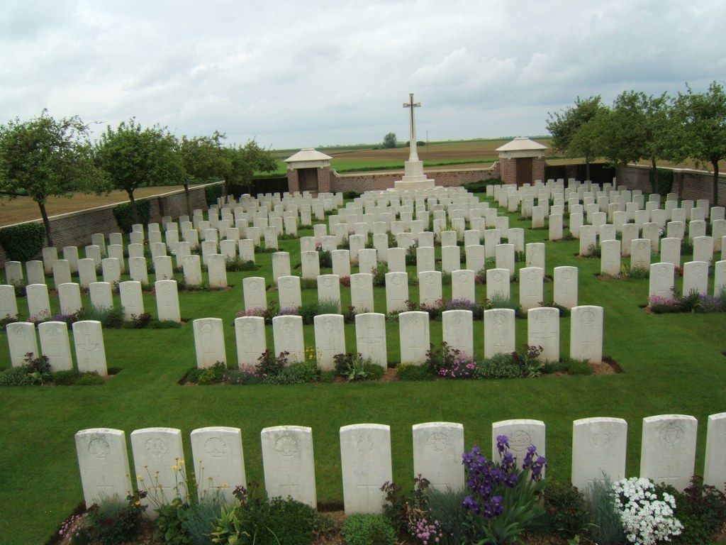 FOUQUESCOURT BRITISH CEMETERY - CWGC