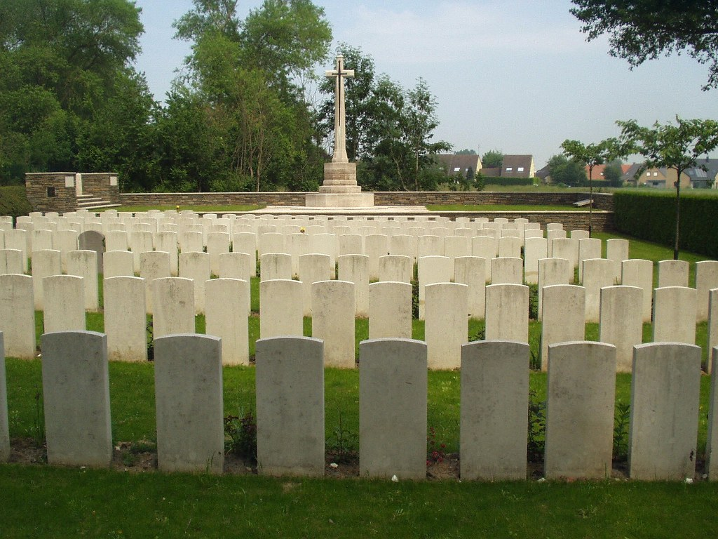 ZUYDCOOTE MILITARY CEMETERY - CWGC