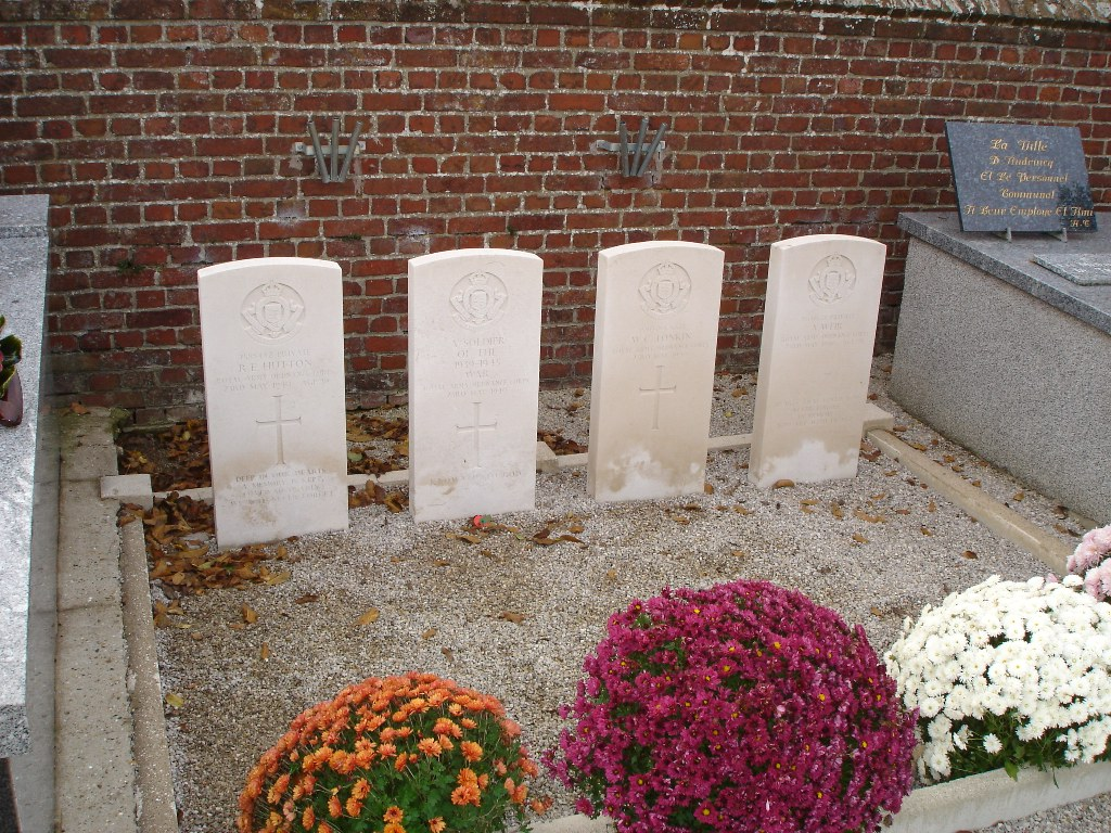 AUDRUICQ CHURCHYARD AND EXTENSION - CWGC