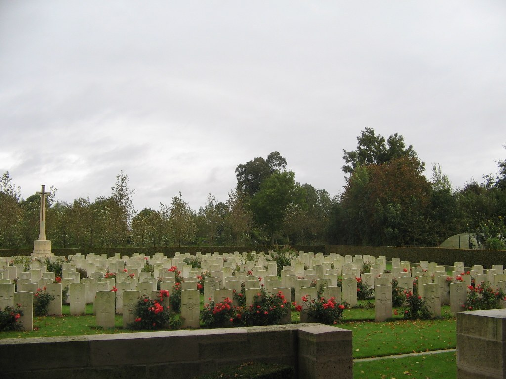 AUCHONVILLERS MILITARY CEMETERY - CWGC